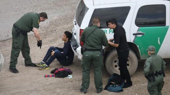 Hơn 50,000 di dân lậu bị bắt mỗi tháng